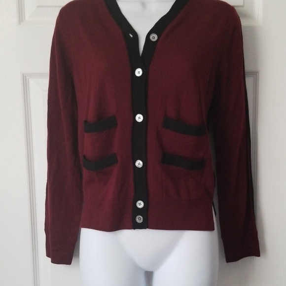 Marc Jacobs Sweaters - Marc Jacobs v neck cropped sweater size L